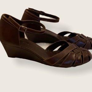 Gianni Bini Tandi brown wedge sandals. New.